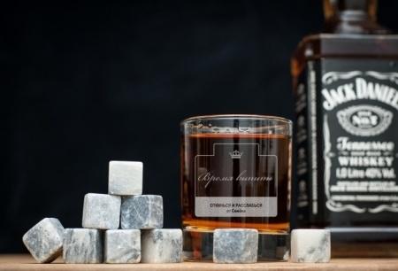 лед со стаканом для виски
