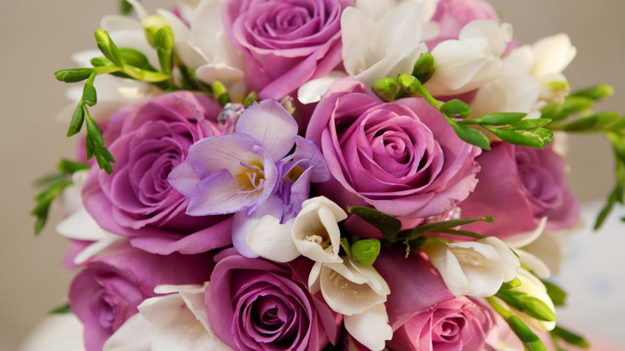 Подарок женщине на профессиональный праздник доставка цветов по москве m