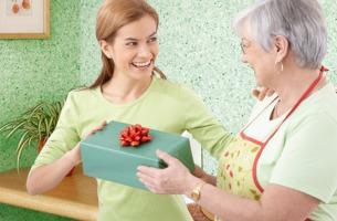 Что подарить на день рождения маме