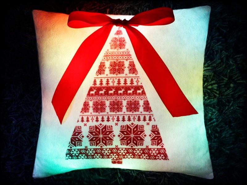 Светящаяся подушка «Елочка»